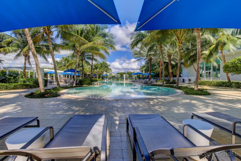 Plaza at Oceanside Pool 6
