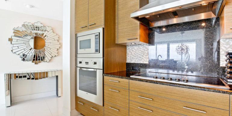 1 N Ocean Blvd 1013 Pompano-print-003-8-Kitchen-4200x2800-300dpi