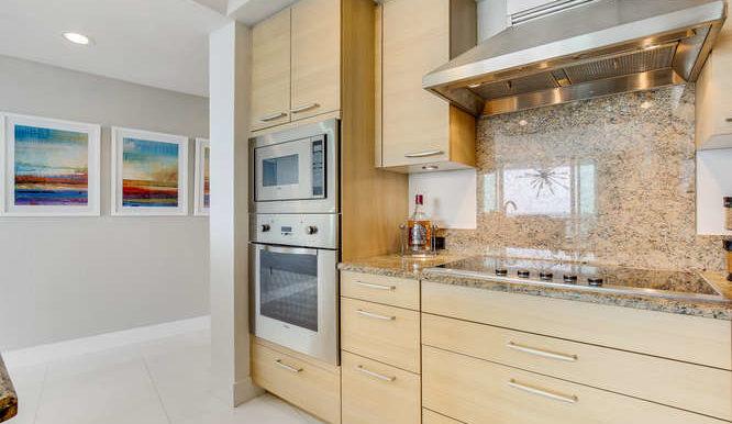 1-n-ocean-blvd-unit-1413-small-009-3-kitchen-666x444-72dpi