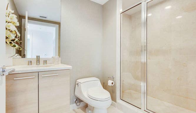 1-n-ocean-blvd-unit-1413-small-019-18-bathroom-666x444-72dpi