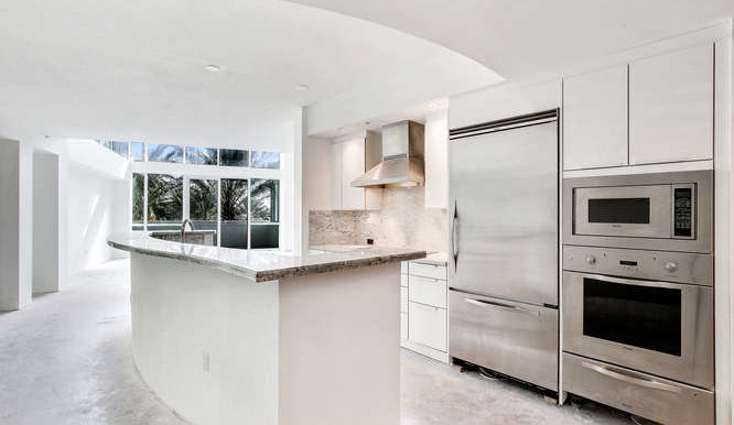 1-n-ocean-blvd-unit-203-small-001-19-kitchen-666x444-72dpi