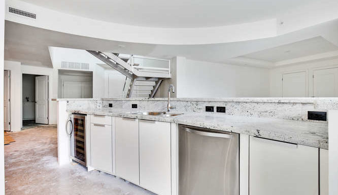 1-n-ocean-blvd-unit-203-small-005-18-kitchen-666x444-72dpi
