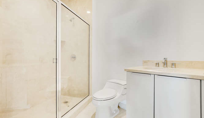 1-n-ocean-blvd-unit-203-small-016-1-bathroom-666x444-72dpi