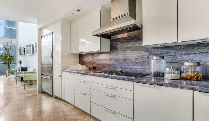 1-n-ocean-blvd-unit-204-small-008-10-kitchen-666x444-72dpi
