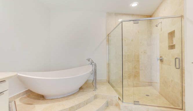 1-n-ocean-blvd-unit-204-small-017-2-master-bathroom-666x444-72dpi