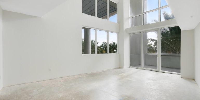 1-n-ocean-blvd-unit-205-large-002-12-living-room-1500x1000-72dpi