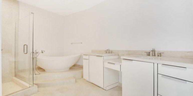 1-n-ocean-blvd-unit-205-large-011-9-master-bathroom-1500x1000-72dpi