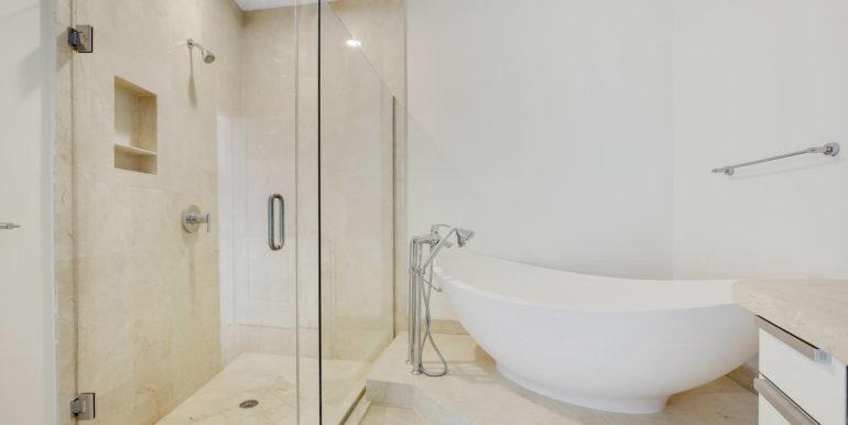 1-n-ocean-blvd-unit-205-large-012-8-master-bathroom-1500x1000-72dpi