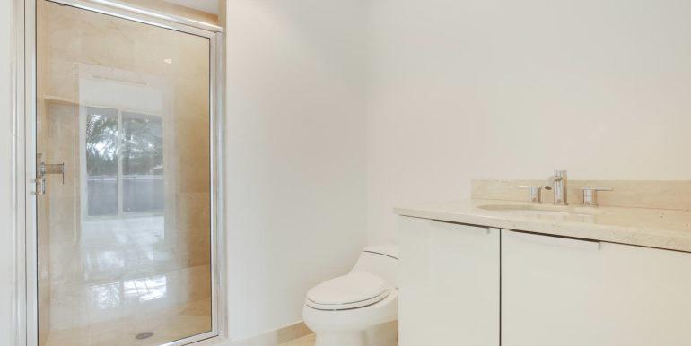 1-n-ocean-blvd-unit-205-large-019-19-bathroom-1500x1000-72dpi