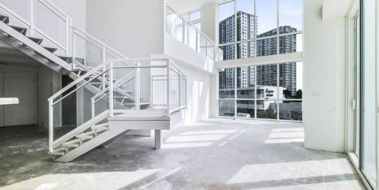 1-n-ocean-blvd-unit-207-large-006-9-living-room-1500x1000-72dpi