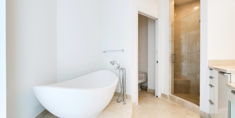 1-n-ocean-blvd-unit-207-large-015-4-master-bathroom-1500x1000-72dpi