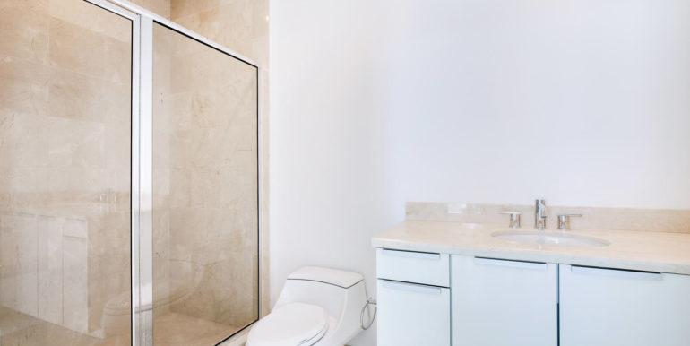 1-n-ocean-blvd-unit-207-large-019-16-bathroom-1500x1000-72dpi