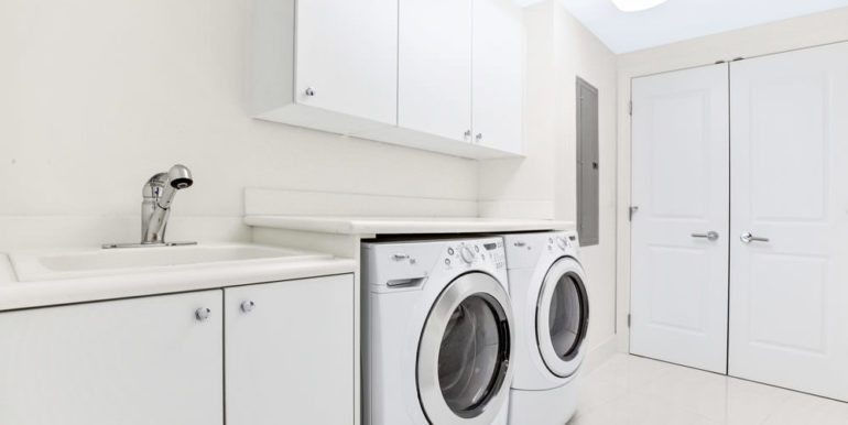 1 N Ocean Blvd 1013 Pompano-print-016-10-Laundry-4200x2800-300dpi