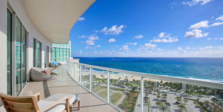 1-n-ocean-blvd-unit-ph3-large-001-5-balcony-1500x1000-72dpi