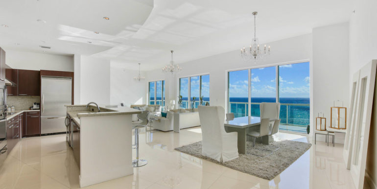 1-n-ocean-blvd-unit-ph3-large-007-1-kitchen-1500x1000-72dpi