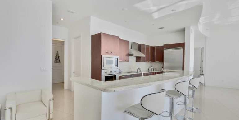 1-n-ocean-blvd-unit-ph3-large-008-3-kitchen-1500x1000-72dpi
