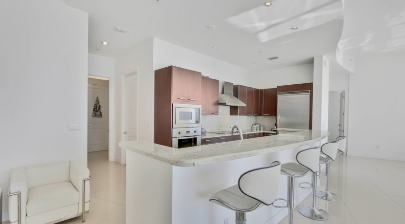 1-n-ocean-blvd-unit-ph3-large-008-3-kitchen-1500x1000-72dpi