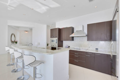1-n-ocean-blvd-unit-ph3-large-009-7-kitchen-1500x1000-72dpi