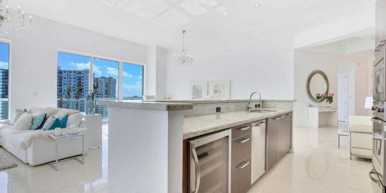 1-n-ocean-blvd-unit-ph3-large-010-12-kitchen-1500x1000-72dpi