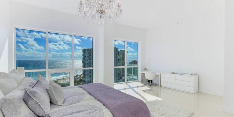 1-n-ocean-blvd-unit-ph3-large-013-18-master-bedroom-1500x1000-72dpi