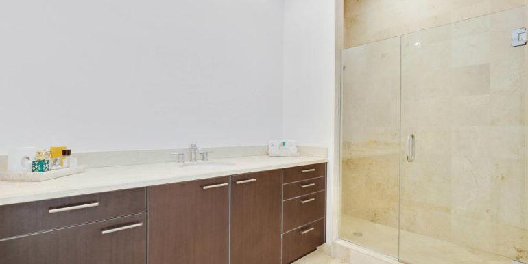 1-n-ocean-blvd-unit-ph3-large-014-20-master-bathroom-1500x1000-72dpi