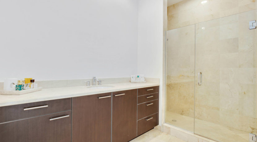 1-n-ocean-blvd-unit-ph3-large-014-20-master-bathroom-1500x1000-72dpi