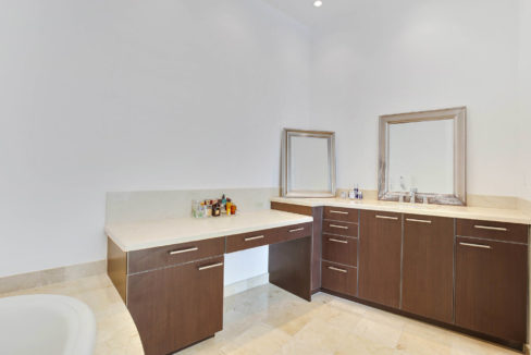 1-n-ocean-blvd-unit-ph3-large-015-10-master-bathroom-1499x1000-72dpi