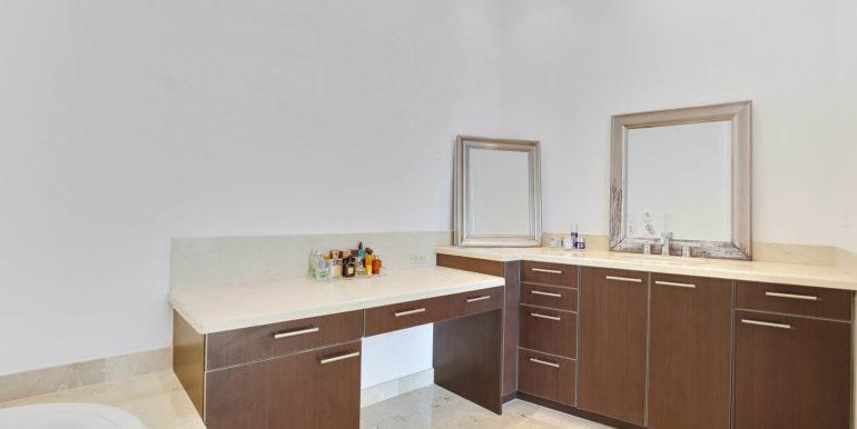 1-n-ocean-blvd-unit-ph3-large-015-10-master-bathroom-1499x1000-72dpi