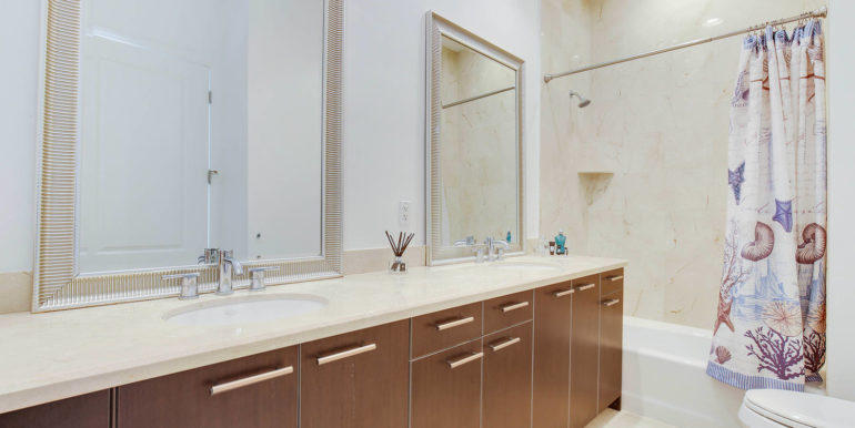 1-n-ocean-blvd-unit-ph3-large-020-15-bathroom-1499x1000-72dpi
