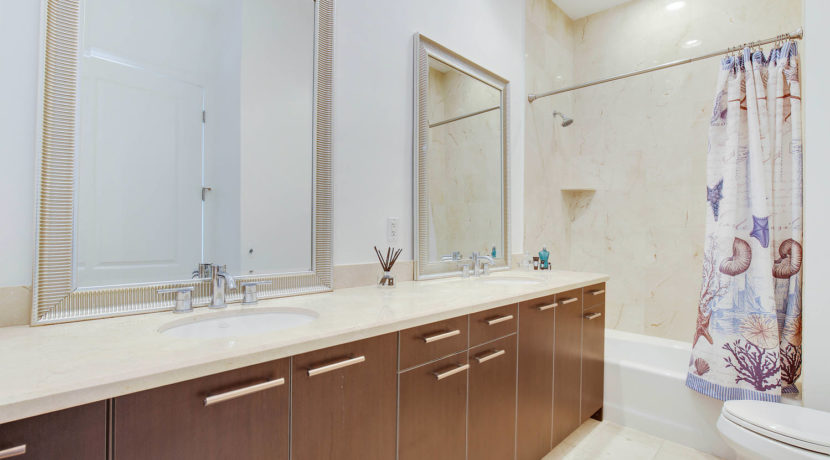 1-n-ocean-blvd-unit-ph3-large-020-15-bathroom-1499x1000-72dpi