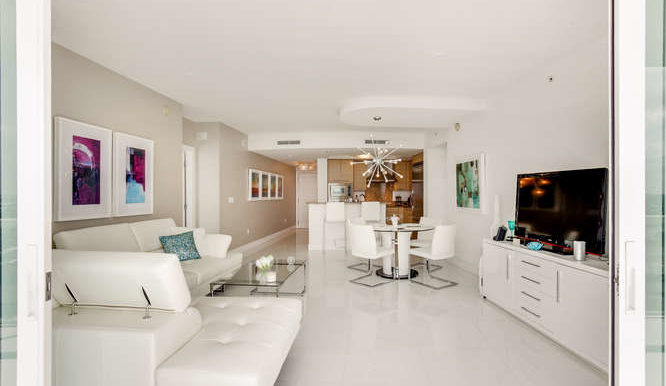 1-n-ocean-blvd-unit-1413-small-005-1-living-room-666x444-72dpi