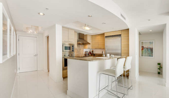 1-n-ocean-blvd-unit-1413-small-007-14-kitchen-666x444-72dpi