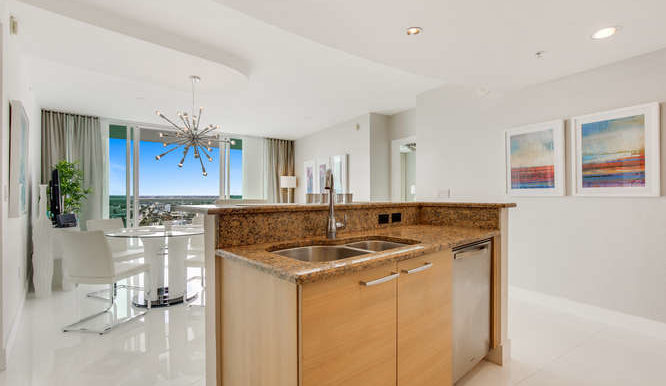 1-n-ocean-blvd-unit-1413-small-010-2-kitchen-666x444-72dpi