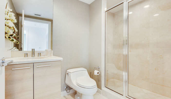 1-n-ocean-blvd-unit-1413-small-019-18-bathroom-666x444-72dpi