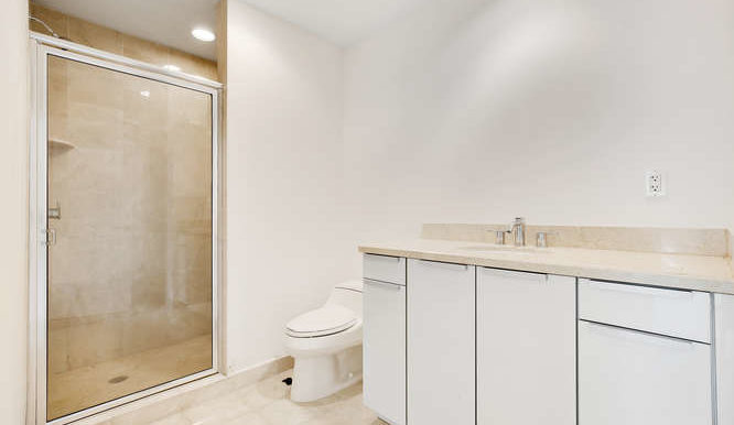 1-n-ocean-blvd-unit-203-small-018-20-bathroom-666x444-72dpi
