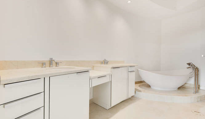 1-n-ocean-blvd-unit-203-small-019-6-bathroom-666x444-72dpi