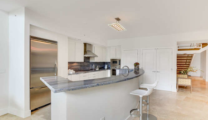1-n-ocean-blvd-unit-204-small-006-14-kitchen-666x444-72dpi