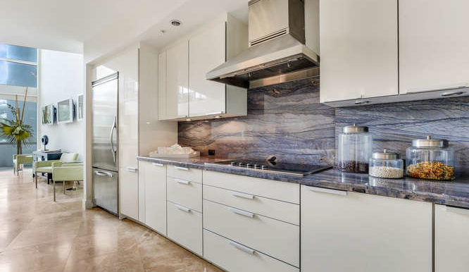 1-n-ocean-blvd-unit-204-small-008-10-kitchen-666x444-72dpi