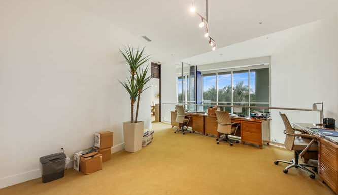 1-n-ocean-blvd-unit-204-small-012-5-office-666x444-72dpi