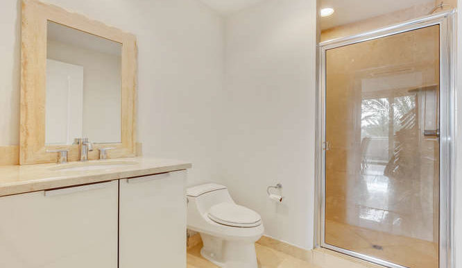 1-n-ocean-blvd-unit-204-small-014-1-bathroom-666x444-72dpi