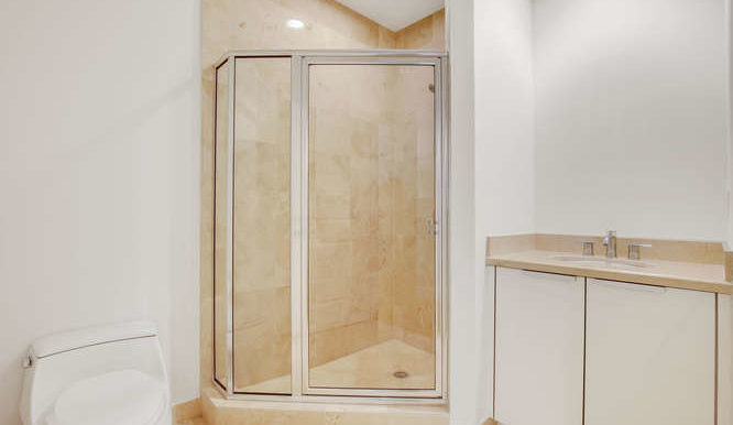 1-n-ocean-blvd-unit-204-small-015-11-bathroom-666x444-72dpi