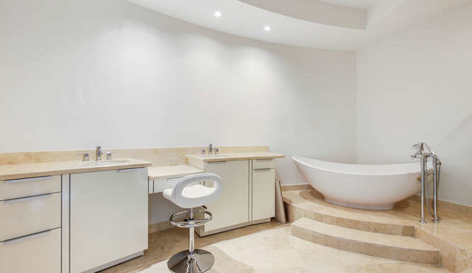 1-n-ocean-blvd-unit-204-small-016-12-master-bathroom-666x444-72dpi