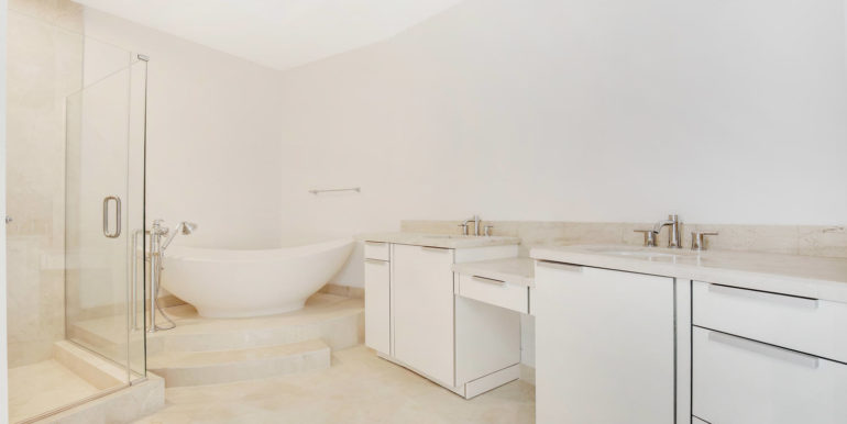 1-n-ocean-blvd-unit-205-large-011-9-master-bathroom-1500x1000-72dpi