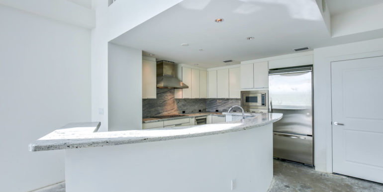 1-n-ocean-blvd-unit-207-large-007-12-kitchen-1500x1000-72dpi