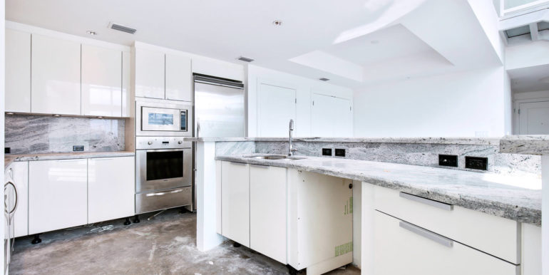 1-n-ocean-blvd-unit-207-large-008-3-kitchen-1500x1000-72dpi