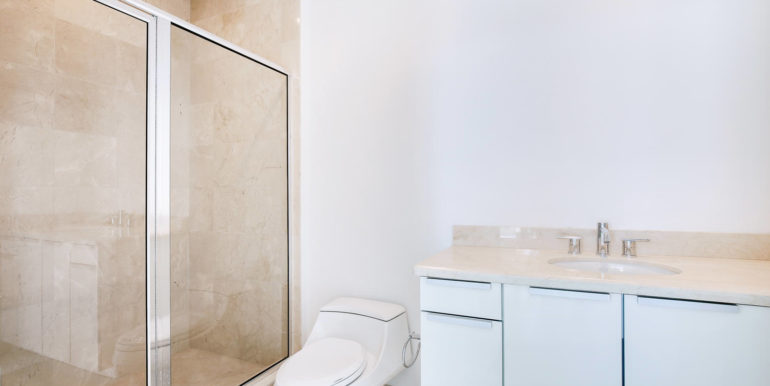 1-n-ocean-blvd-unit-207-large-019-16-bathroom-1500x1000-72dpi