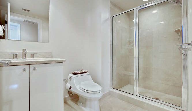 1 N Ocean Blvd Unit 711-small-014-1-Bathroom-666x444-72dpi