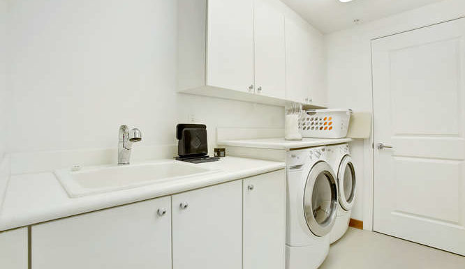 1 N Ocean Blvd Unit 711-small-015-6-Laundry-666x444-72dpi