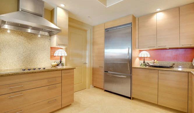 1 N Ocean Blvd Unit 808-small-009-11-Kitchen-666x444-72dpi