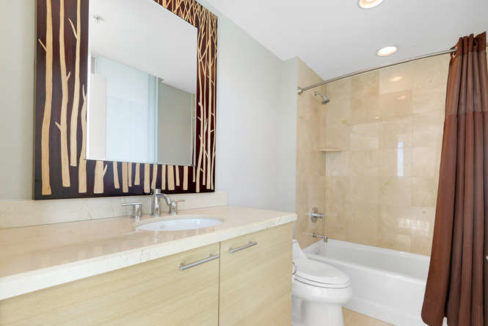 1 N Ocean Blvd Unit 501-small-014-12-Bathroom-666x444-72dpi